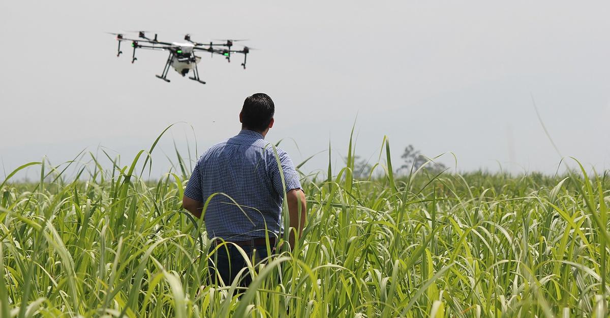 uomo con drone